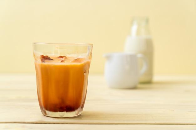 Glaçon au thé thaï au lait