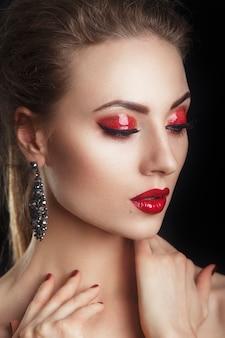 Glamour closeup portrait de brune élégante sexy