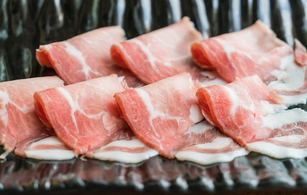 Glisser la viande crue