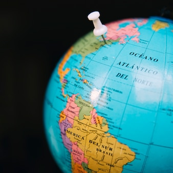 Globe avec épingle