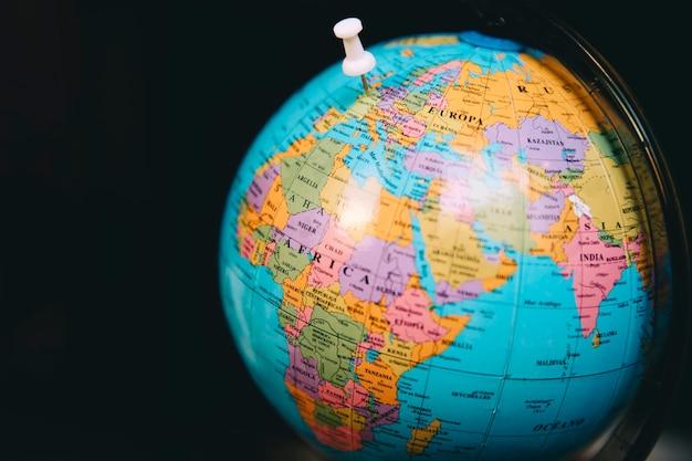Globe avec petite épingle