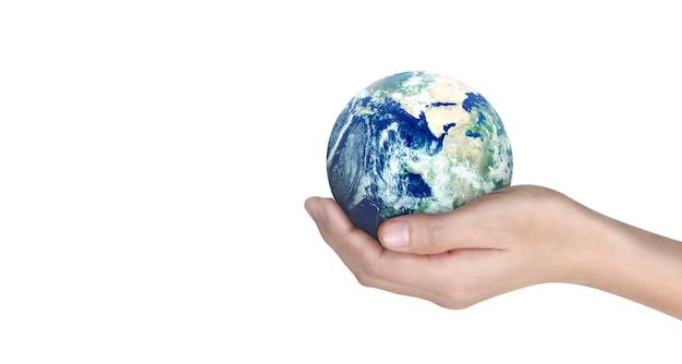 Globe, terre dans la main de l'homme, tenant notre planète rayonnante. image fournie par la nasa