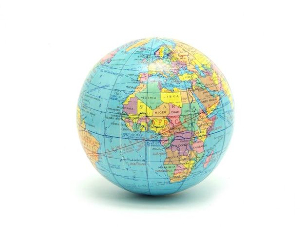 Globe terrestre isolé sur blanc