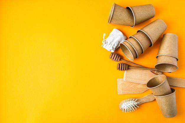 Gobelets en papier jetables écologiques, ustensiles de cuisine en bois, brosse à cheveux et sac en coton