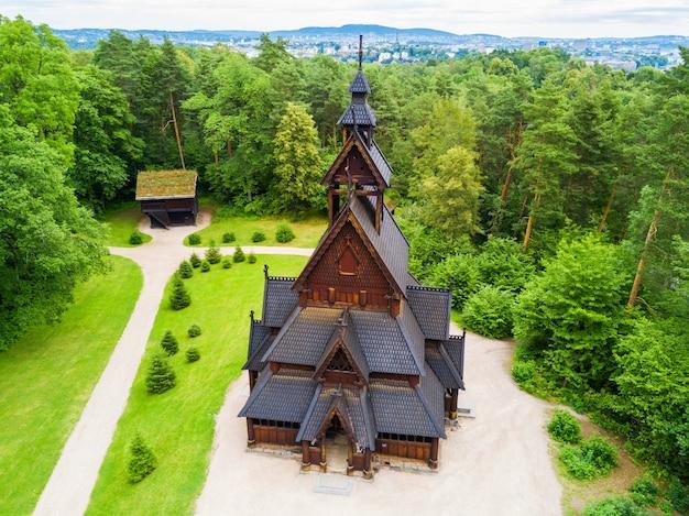 Gol stave church ou gol stavkyrkje est une église en bois debout à oslo, en norvège.
