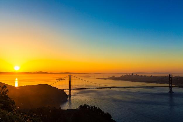Golden gate bridge san francisco lever du soleil en californie