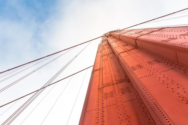 Golden gate bridge vue de dessous gros plan