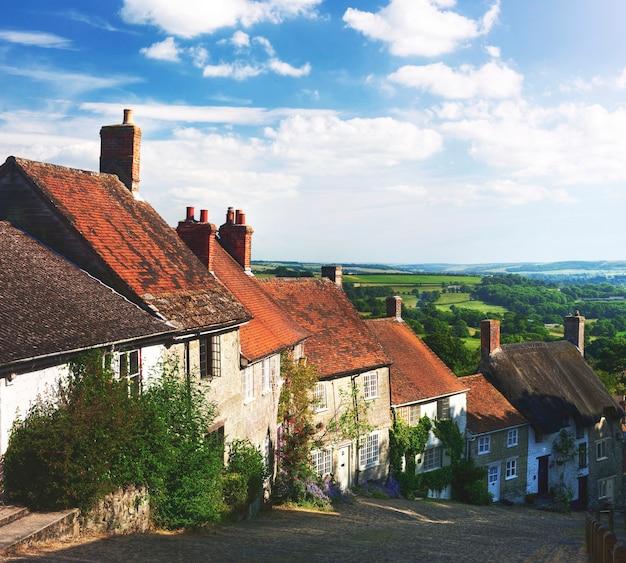 Golden hill idyllique dans la campagne shafetsbury, dorset, royaume-uni