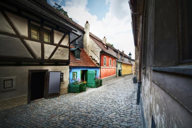 Golden street à prague, en tchèque, en europe.