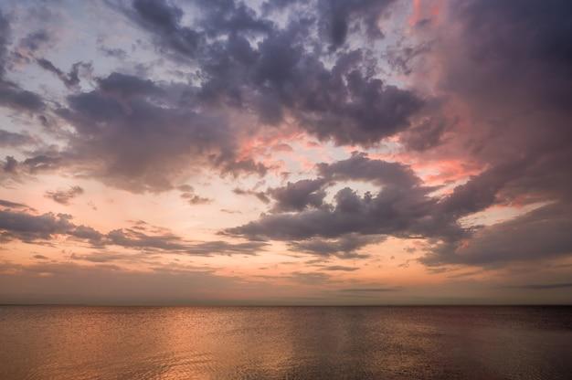 Golfe de finlande au coucher du soleil.
