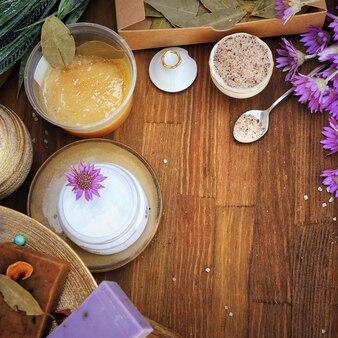 Gommage au sucre brun aux fruits, collection de cosmétiques artisanaux faits à la main