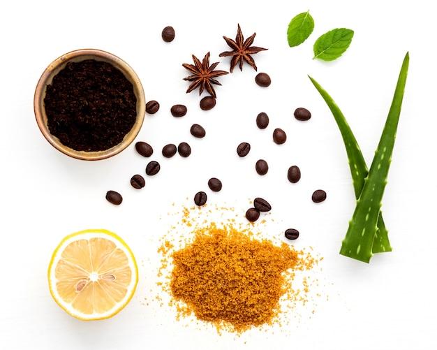 Gommage corporel au café moulu au sucre d'aloe vera et au citron