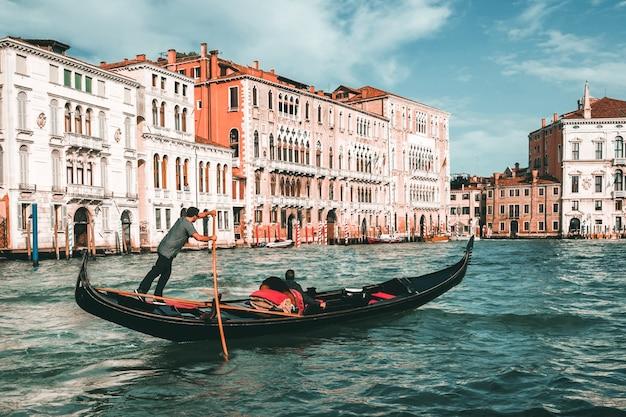 Gondolier vénitien punt gondole à venise, italie