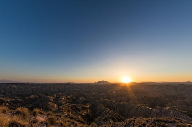 Gorafe desert à la lumière d'un coucher de soleil d'été
