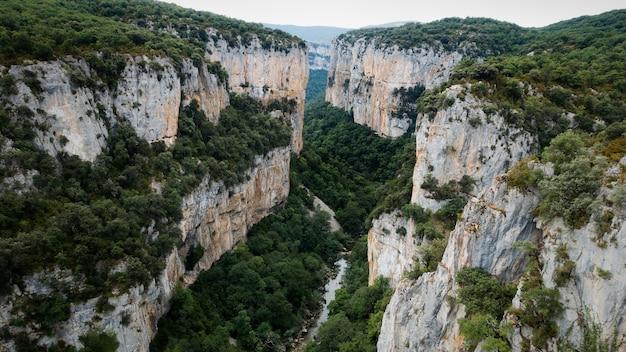 Gorge fluviale profonde d'arbayun