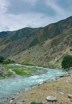 Gorge kara balta, route de bichkek à osh. kirghizistan,