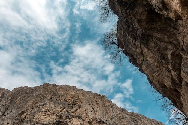 Gorge de montagne, azerbaïdjan, district de guba