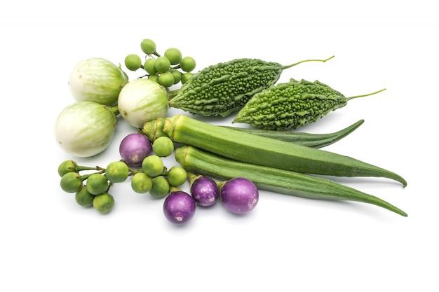 Gourde amère, okra, aubergine thaïlandaise, aubergine violette thaïlandaise, baies de dinde
