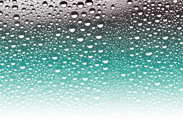 Gouttelettes d'eau sur le sol en verre