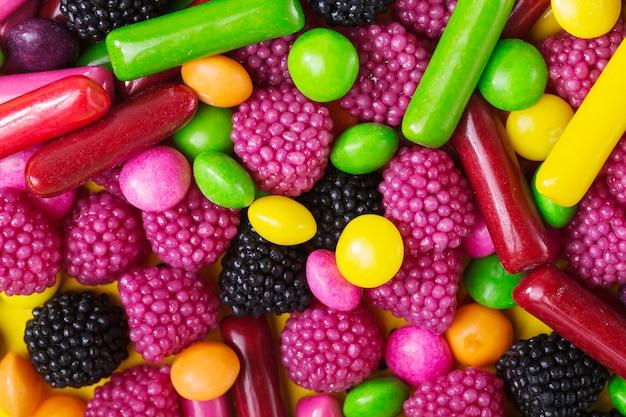 Gouttes de bonbons close-up et baies de gelée