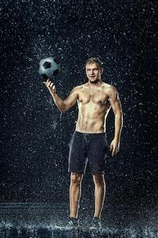Gouttes d'eau autour du joueur de football