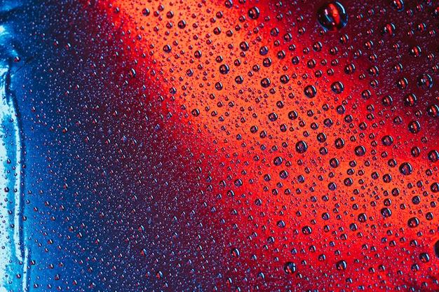 Gouttes d'eau sans soudure sur fond de surface brillante