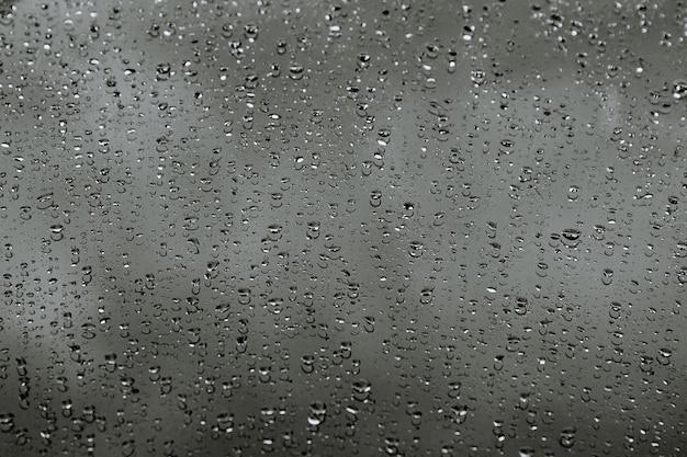 Gouttes d'eau sur la voiture. fond. gouttes de pluie.