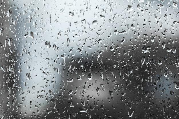 Gouttes de pluie sur la vitre