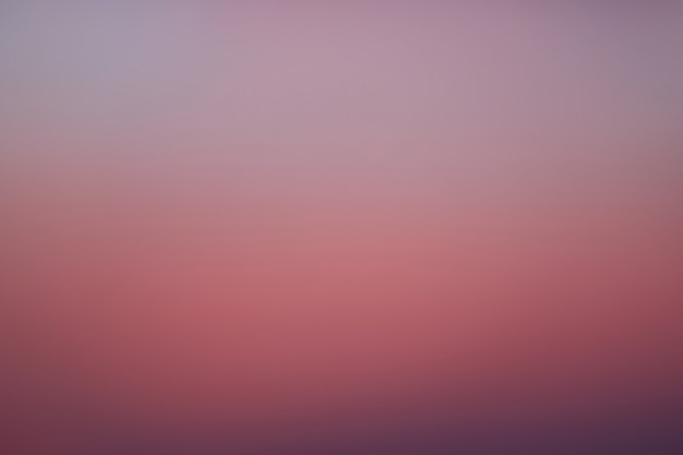 Gradation de couleur magenta et violet du ciel du lever du soleil en thaïlande