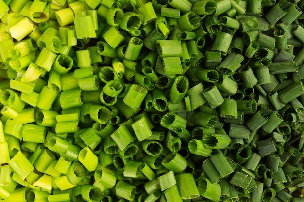 Gradation de couleur verte avec oignon de printemps haché, fond de texture