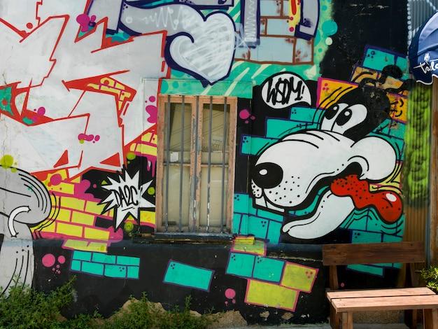 Graffiti sur le mur extérieur, valparaiso, chili
