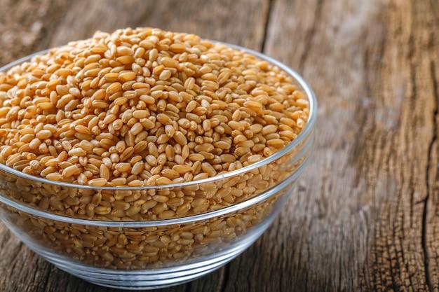 Grain de blé dans un bol