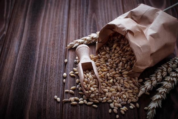 Grain de blé dans des sacs en papier