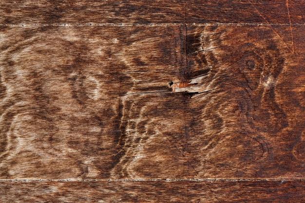 Grain en bois sur surface usée