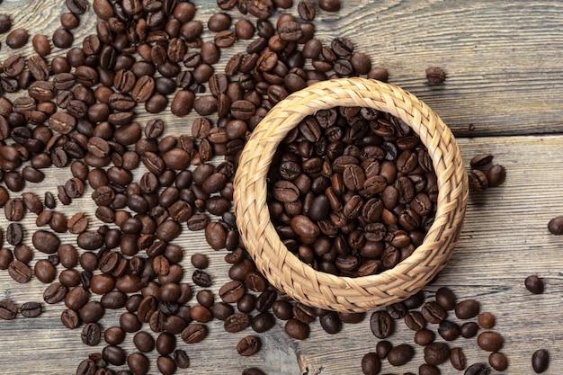 Grain de café dans un bol en bois