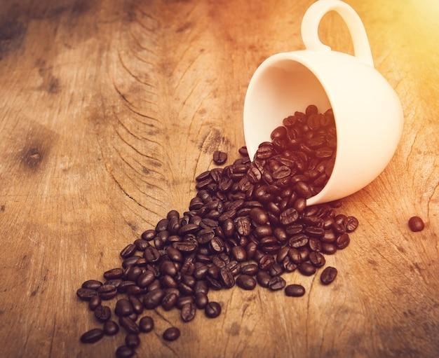 Grain de café dans une tasse à café