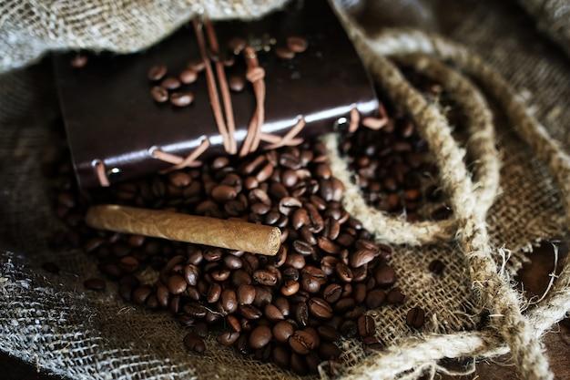 Grain de café sur fond textile