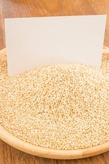 Grain de quinoa biologique et carte de visite