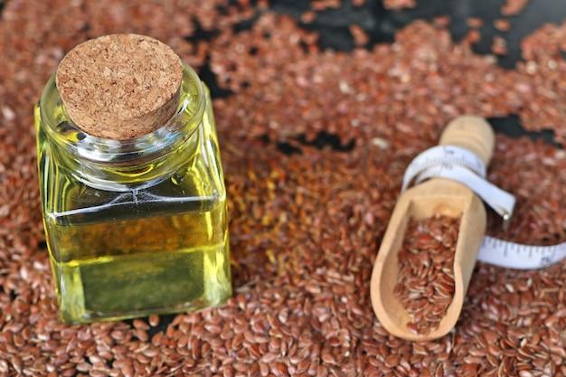 Graine de lin avec de l'huile