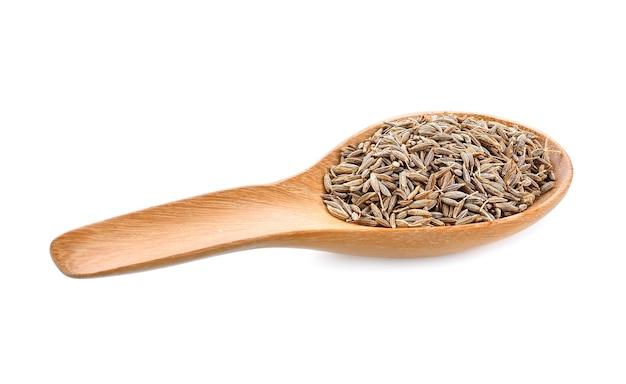 Graines de carvi dans une cuillère en bois