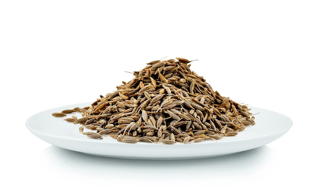 Graines de carvi en plaque blanche