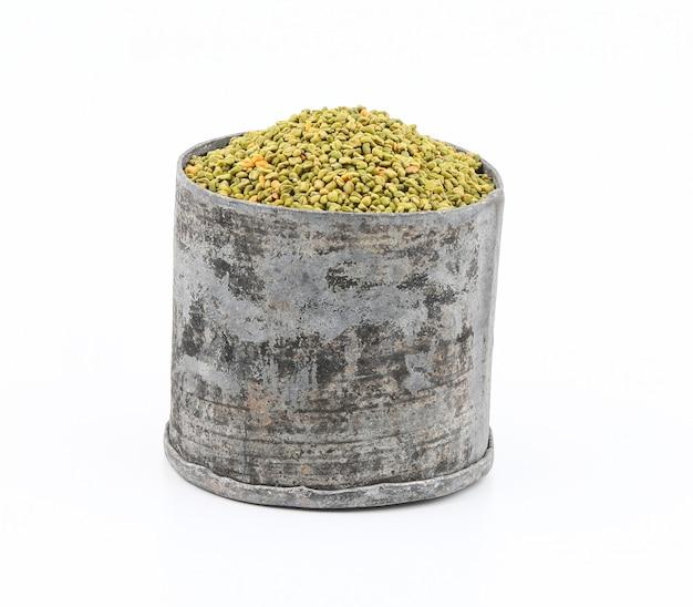Graines de fenugrec vertes fraîches et saines