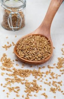 Graines de lin doré micronutriment bénéfique pour l'organisme qui prévient et guérit les maux