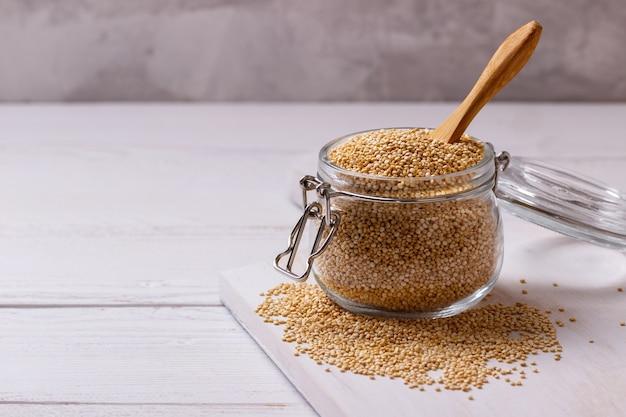 Graines de quinoa blanches