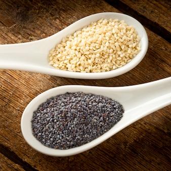 Graines de sésame et graines de pavot