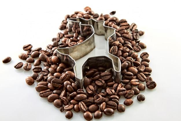 Grains de café autour d'une forme de cerf