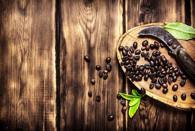 Grains de café avec couteau vintage