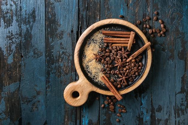 Grains de café et épices