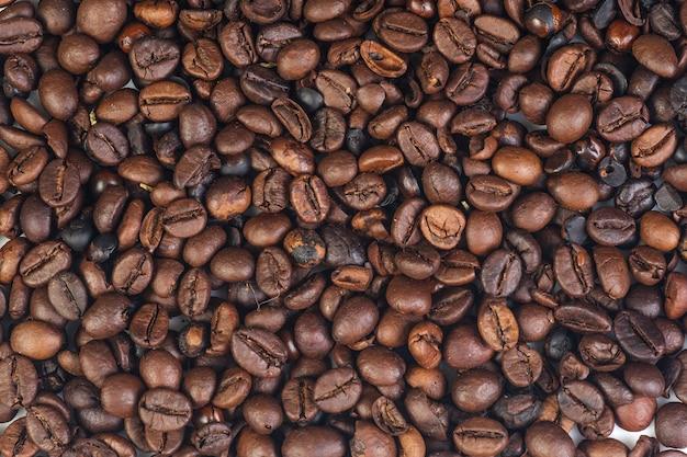 Grains de café fond brun