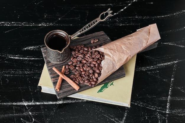 Grains de café sur fond noir